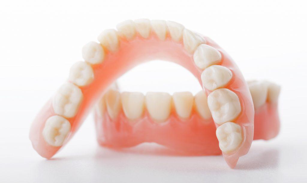 Çıkarılabilir takma dişler